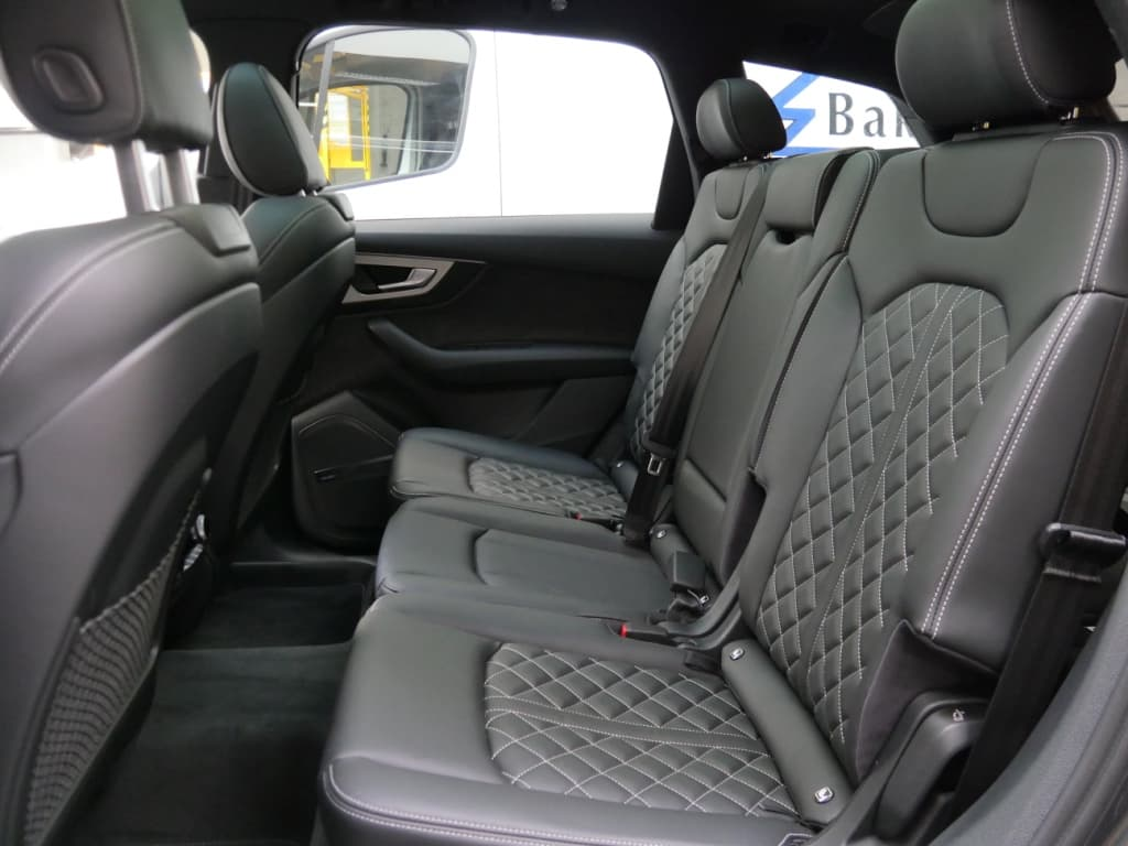 Auto stofferen - Custom autobekleding - Van Rembrandt Customs - Audi SQ7 (2)