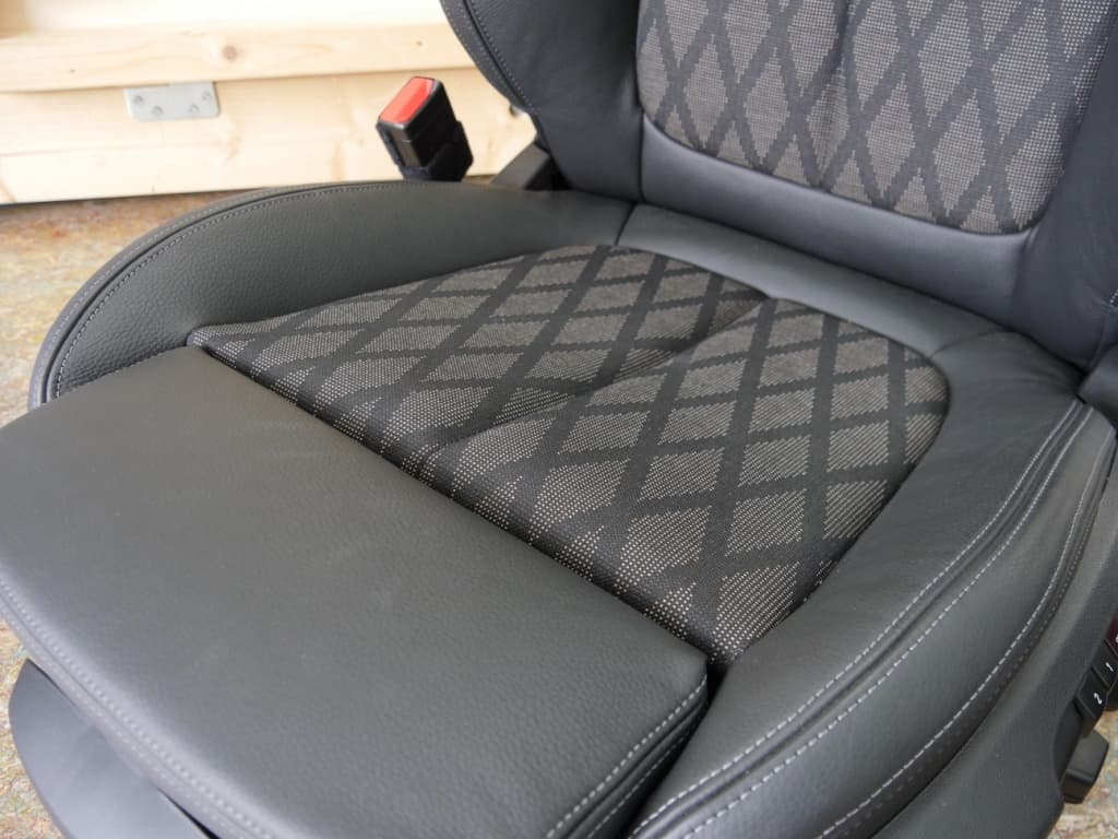 Auto stofferen - Custom autobekleding - Van Rembrandt Customs - BMW X1 (2)