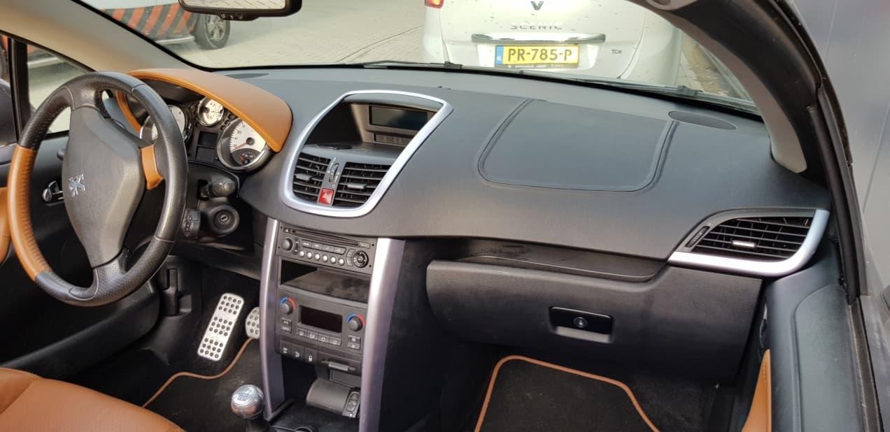 Custom dashboard - Custom autobekleding - Van Rembrandt Customs - Peugot (7)