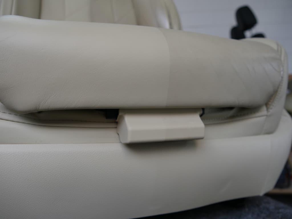 Lederen autostoel reinigen - Van Rembrandt Customs (2)